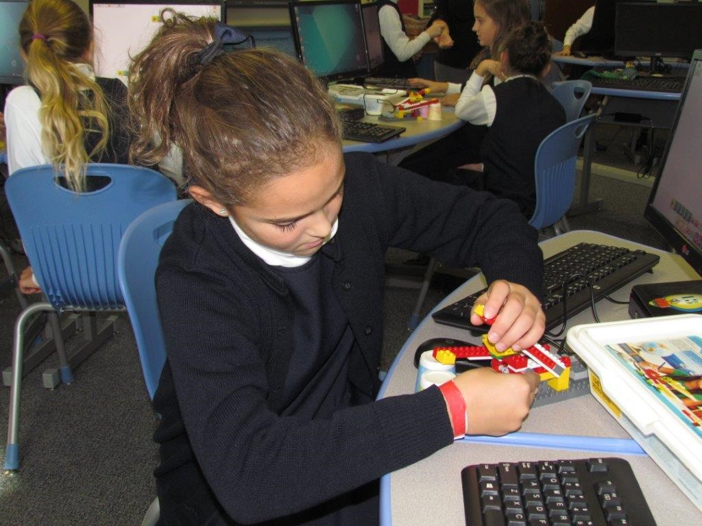 Engaging Students in STEM using Robotics